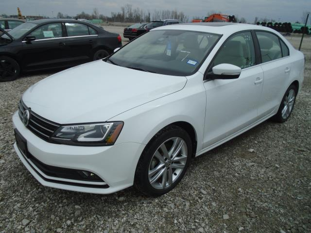 Certified Pre-Owned 2015 Volkswagen Jetta TDI SEL with Lighting and DAP