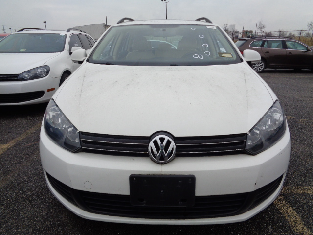 Certified Pre-Owned 2013 Volkswagen Jetta SportWagen 2.0L TDI with Sunroof & Navigation